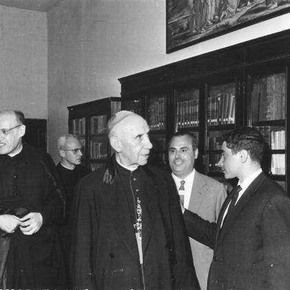 Tasca institucional: Visita del Bisbe Modrego al Centre Sant Pere